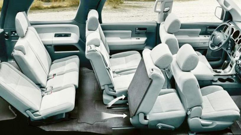 237 внедорожник Toyota Sequoia серебристая аренда с водителем - Київ 4