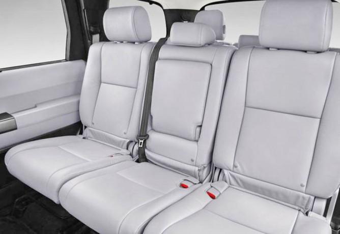 237 внедорожник Toyota Sequoia серебристая аренда с водителем - Київ 2