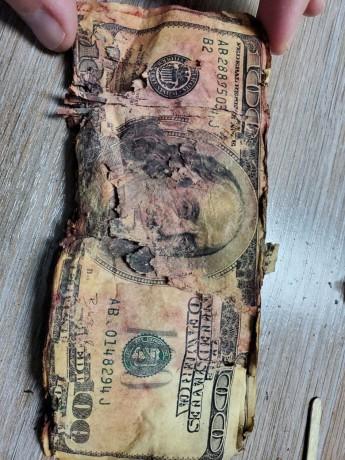 Обменять ветхие доллары - Луцьк 1