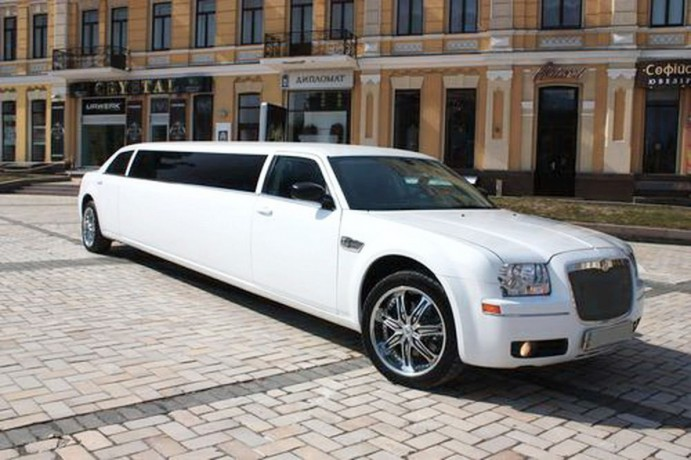 007 Лимузин Chrysler 300C - Київ 0